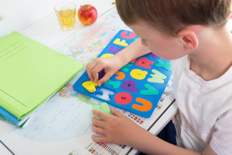 leggere alfabeto bambini