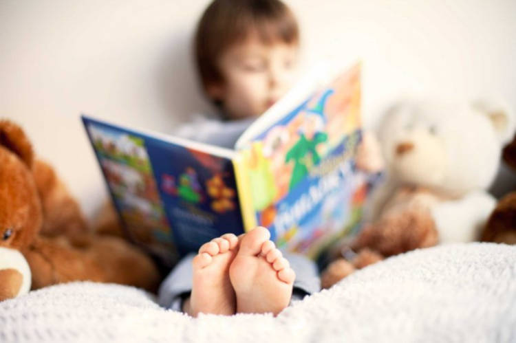 bambino impara a leggere